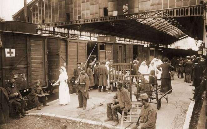 jeudi-6-aout-1914-cest-le-depart-du-18e-regiment-a-la-gare-de-pau-ou-les-troupes-sont-regroupees