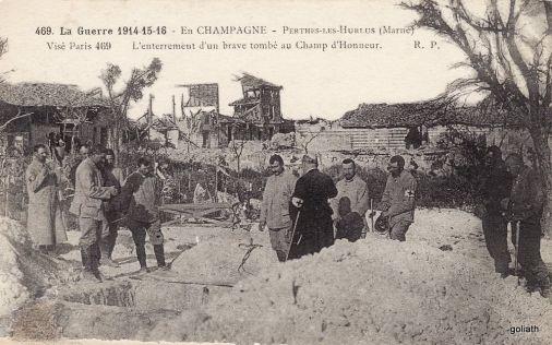 Enterrement d'un soldat à Perthes-les-Hurlus. Source : https://www.cparama.com/