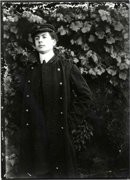 Henri Fournier en costume du lycée Lakanal (1905)