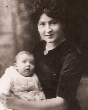 JacquelineetIsabelleen1911.jpg