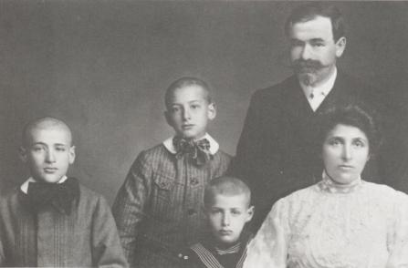 "Famille Kessel (1908). Source : ""Kessel"" d'Ivan Stephen, Alain Da Cunha, Arlette Moreau chez Plon (1985)"