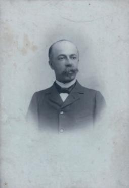 Père de Jacques Rivière