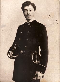 Victor Segalen en uniforme de l'École de Santé Navale (1900-1902). Source : http://www.maremurex.net