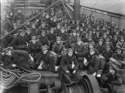 Troupes britanniques avant l'arrivée à Étaples. Source : https://www.iwm.org.uk/